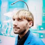 """Neil Harbisson: il cyborg che """"sente"""" i colori"""
